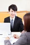 在握手的采访的成功的商人 免版税库存图片