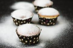 在搽粉的糖的松饼 库存照片