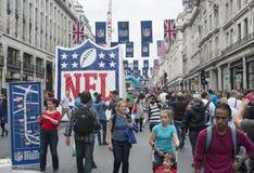 在摄政的街道上的美国橄榄球联盟 免版税库存照片