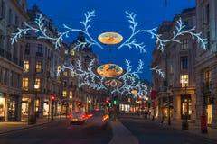 在摄政的街道,伦敦,英国上的圣诞灯 免版税图库摄影