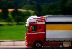 在摇摄作用的斯科讷卡车 图库摄影