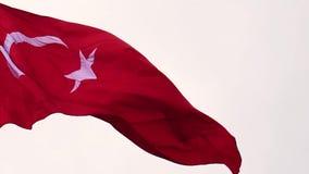 在摇摆与风的慢动作的土耳其旗子,动作缓慢的土耳其共和国的旗子, 股票录像
