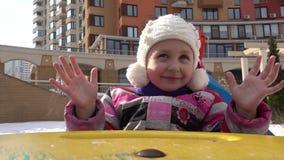 在摇摆的微笑的女孩儿童骑马 影视素材
