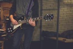 在摇滚乐音乐会的电子吉他 库存图片