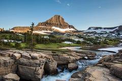 在摇石通行证,冰川国家公园的雷诺兹山 免版税库存图片