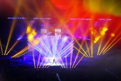 在摇滚乐音乐会。轻的展示。 库存图片