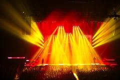 在摇滚乐音乐会。轻的展示。 免版税库存图片