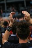 在摇滚乐音乐会的爱好者 免版税库存图片
