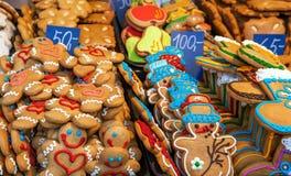 在摊位的圣诞节曲奇饼 免版税库存图片