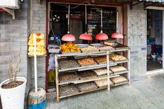 在摊位的快餐在Liangshidian街道上在北京 库存图片