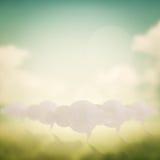 在摘要被弄脏的自然背景的云彩标志 免版税库存图片