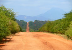 在摩亚雷和马萨比特之间的非洲危险路。 库存照片