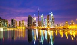 在摩天大楼的看法在迪拜,迪拜,阿联酋的现代中心 免版税库存图片