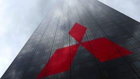 在摩天大楼门面反射的云彩的三菱商标 社论3D翻译 库存照片