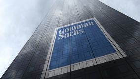 在摩天大楼门面反射的云彩的高盛集团商标 社论3D翻译 免版税库存图片