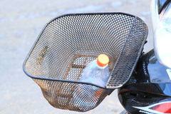 在摩托车的球拍 免版税库存照片