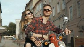 在摩托车的行家夫妇 股票视频