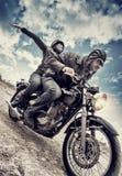在摩托车的活跃夫妇 库存照片