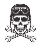 在摩托车盔甲的头骨与横渡的板钳 库存例证