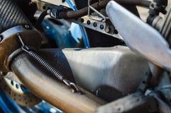在摩托车金属发动机零件的特写镜头 图库摄影