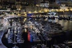 在摩纳哥的港的早晨 所有种类游艇等待他们的所有者 图库摄影