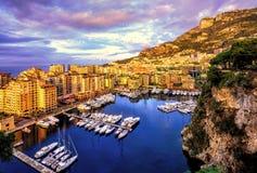 在摩纳哥的老镇端起Fontvieille港口 免版税库存图片