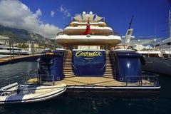 在摩纳哥的超级豪华游艇 库存图片
