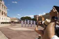 在摩纳哥的Palace王子的卫兵变动 免版税库存照片