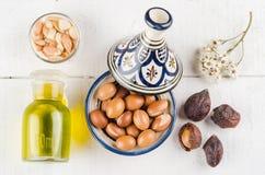 在摩洛哥tajine的圆筒芯的灯果子 免版税库存照片