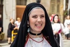 在撒丁岛服装的微笑 图库摄影