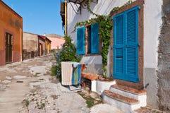 在撒丁岛海岛上的村庄房子 库存图片