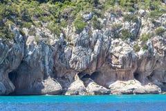 在撒丁岛海岛,意大利上的东部海岸线 库存照片