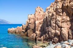在撒丁岛海岛,意大利上的Rocca Rossa 免版税库存照片
