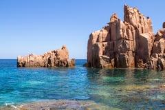 在撒丁岛海岛,意大利上的Rocca Rossa 图库摄影