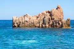 在撒丁岛海岛,意大利上的Rocca Rossa 免版税库存图片