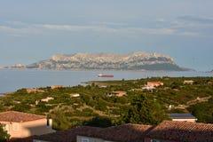 在撒丁岛的典型的建筑学度假胜地 免版税库存图片