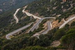 在撒丁岛的海岛上的山路 免版税库存图片