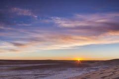 在撒哈拉大沙漠的日出 图库摄影