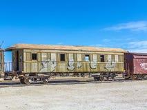 在撒拉族在爱德华多Avaroa国民Reser的de Uyuni附近的Gohst火车 库存图片