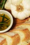在播种的大蒜油迷迭香上添面包 免版税库存图片