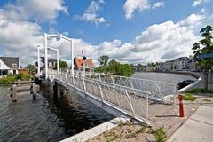 在操作Buuren Buiten,荷兰的运河 免版税库存照片