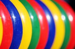 在操场的色的塑料圆环比赛和儿童发育的 免版税库存图片