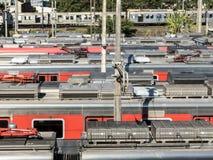 在操纵的庭院停放的火车 图库摄影