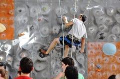 在攀岩的竞争 免版税库存照片