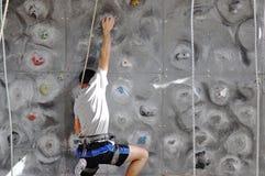 在攀岩的竞争 免版税图库摄影