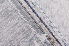 在收获的鸟瞰图在冬天调遣 库存照片