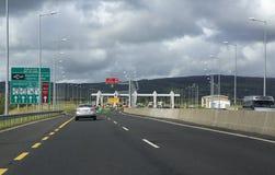 在收费公路的段车费在爱尔兰 免版税库存照片