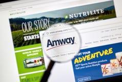 在放大镜下的Amway网页 免版税库存照片