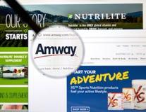 在放大镜下的Amway网页 免版税库存图片