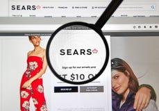 在放大镜下的Sears加拿大网页 库存照片